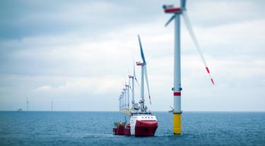 Offshore wind-farm with transfer vessel