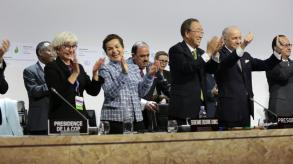 Clapping after the signing of the Paris Agreement